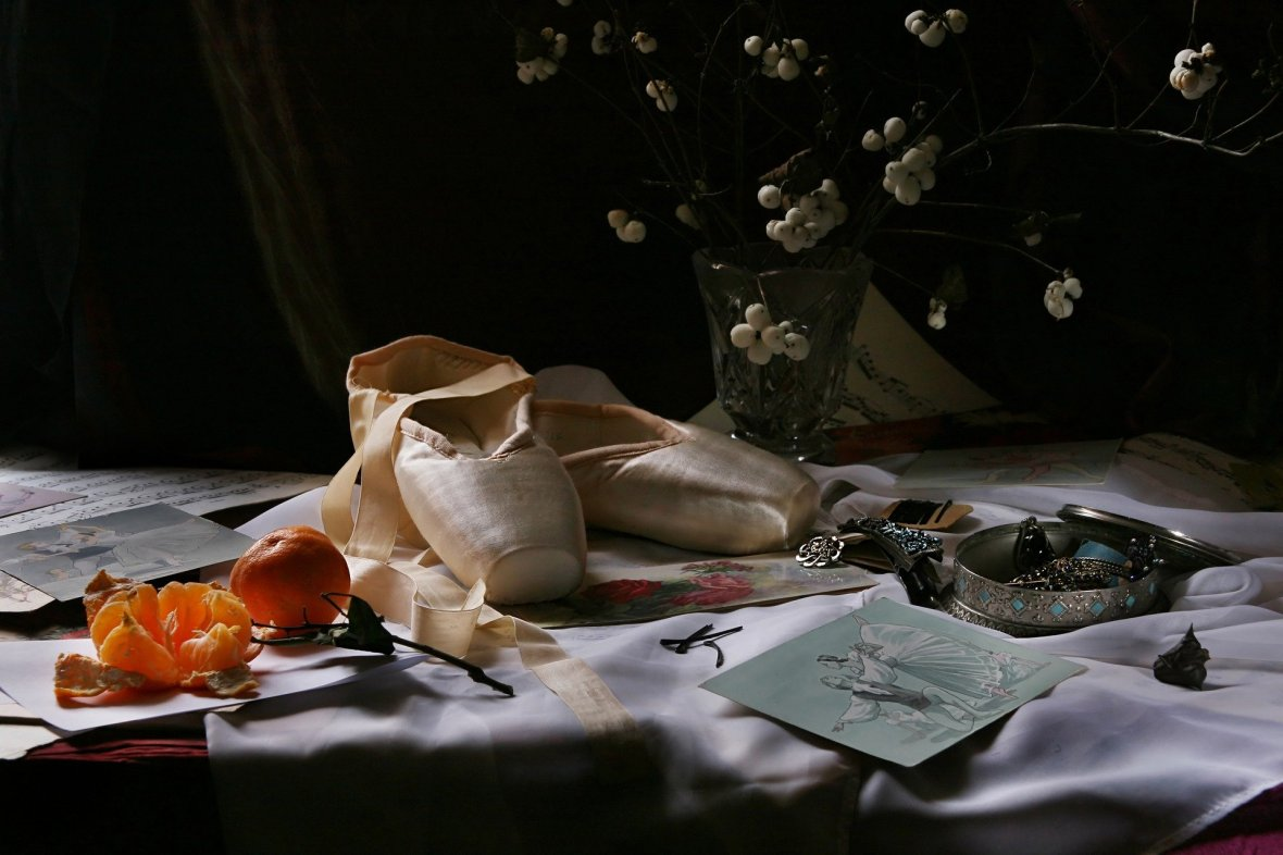 still-life-with-pointe-shoes-4673922_1920